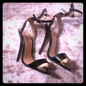 Shoes - Brand new straps heels